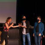 A Legjobb Gyerekek Által Készített Kisfilm Aranymókus-díj nyertesei: Mócsai Bence és a Symbol c. film alkotói. Fotó: Posztós János
